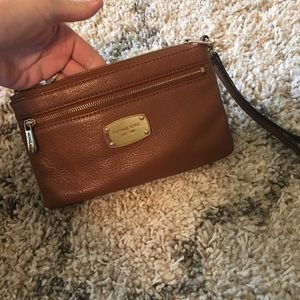 Brown Michael Kors wristlet purse ❤️😍